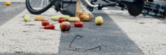 Incident involving a cyclist with spectacles on the ground
